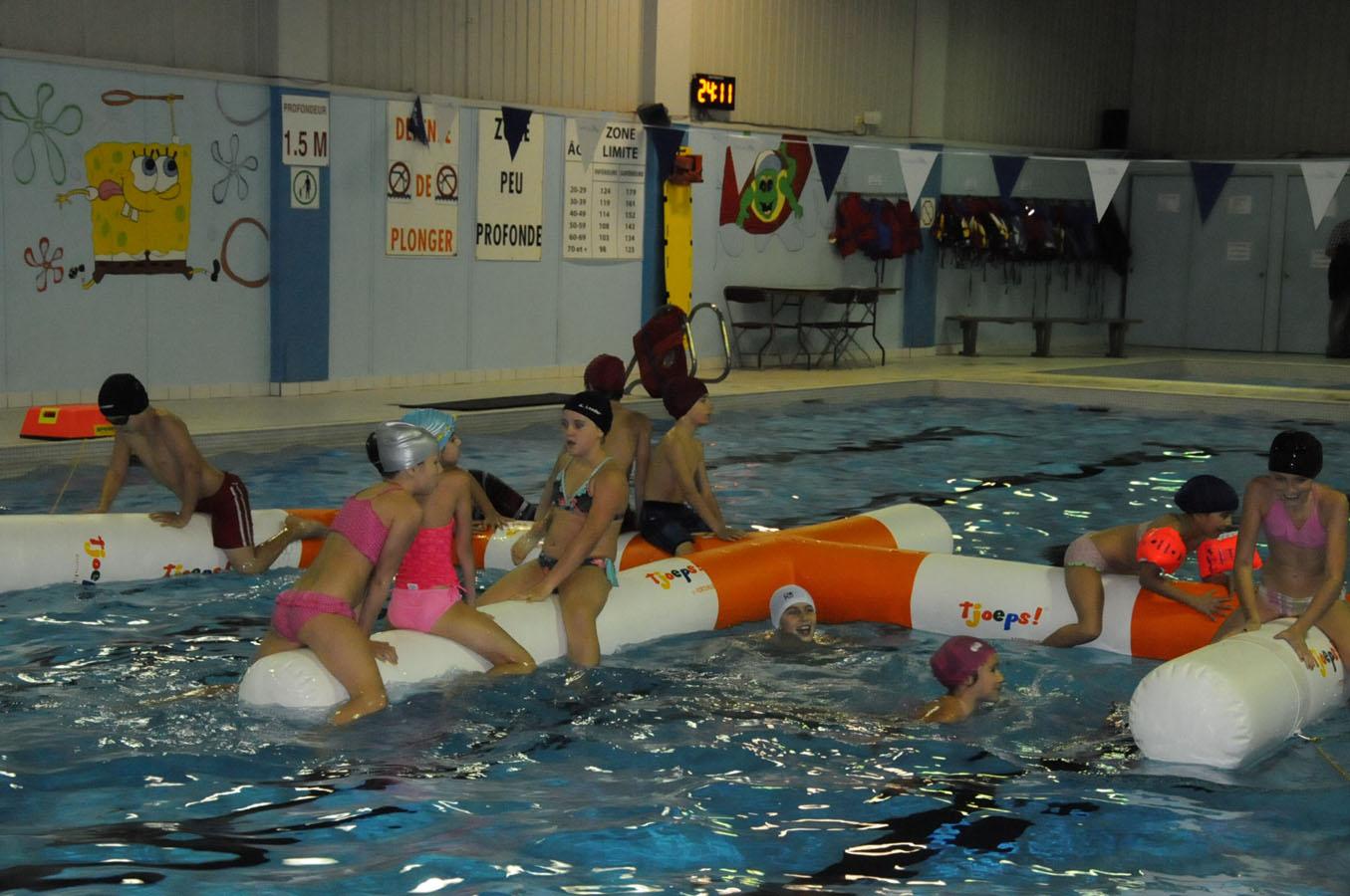 Structure gonflable pour les adeptes de la baignade for College jean de la mennais piscine