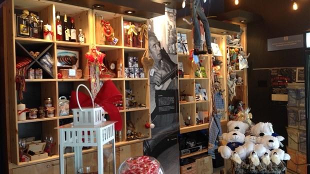 Ouverture officielle de la boutique de Noël à la maison Félix ...