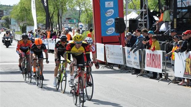 Matteo dal cin remporte le grand prix cycliste de saguenay saguenay lac st jean n omedia - Lac des cygnes porte maillot ...